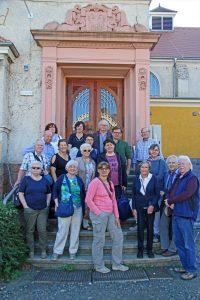 Gruppenfoto vor dem Alte Hallenbad